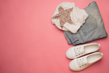 White t-shirt with gold star, light blue jeans and white sneaker
