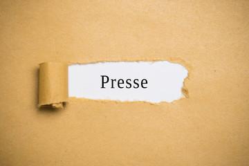 """aufgerissener Briefumschlag mit Wort """"Presse"""""""