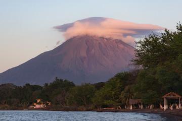 Coucher de soleil sur le volcan Concepción, Ometepe, Nicaragua