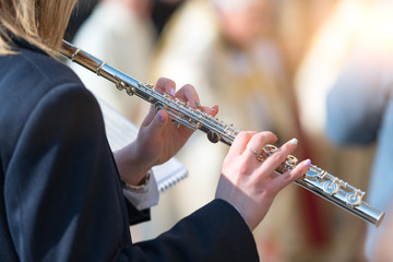 Transverse flute plays in the band