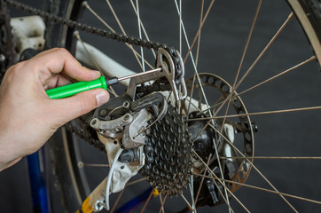 Setting up and repairing a bicycle master in the workshop