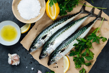 Foto auf AluDibond Fisch Fresh mackerel fish with ingredients to cook