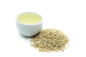 Sesam Sesamöl ölisoliert freigestellt auf weißen Hintergrund, Freisteller