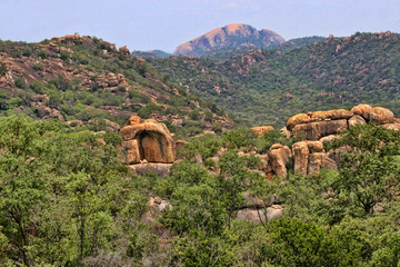 Photo sur cadre textile Colline Beautiful rocky formations of Matopos National Park, Zimbabwe