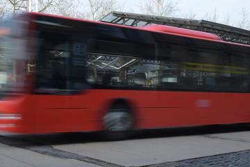 durchfahrender Bus