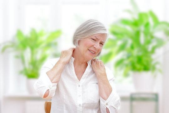 senior woman acute shoulder pain