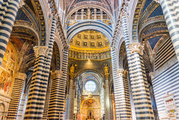 Interior of Siena cathedral (duomo) in Siena, Tuscany, Italy Fototapete
