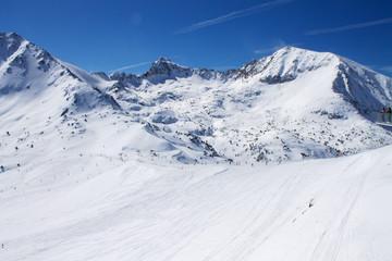 зимний пейзаж  горнолыжного курорта