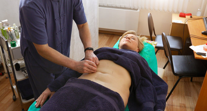 the doctor treats a patient with Chinese medicine