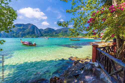 Wall mural Beautiful summer scene and destination with mountains and turquoise sea water in Ton Sai Bay village, region of Phi Phi, Thailand