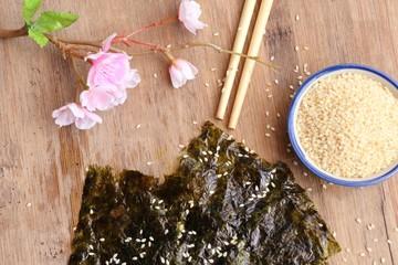 Crispy dried seaweed with sesame
