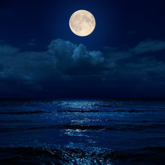 Photo sur Toile Nuit full moon in night over clouds and sea with reflections
