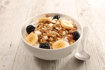 oatmeal with fruit and yogurt