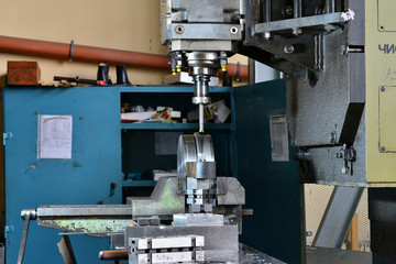 Milling the workpiece with the cnp in the work process. Manufacture of metal products.