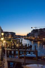 ベネチア、リアルト橋から見るカナル・グランデの夜景