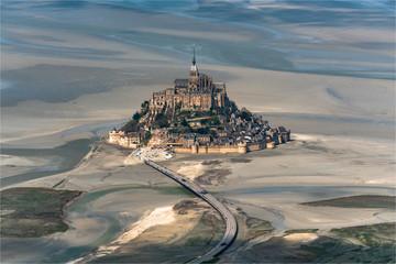 Poster de jardin Monument vue aérienne du Mont Saint Michel en France