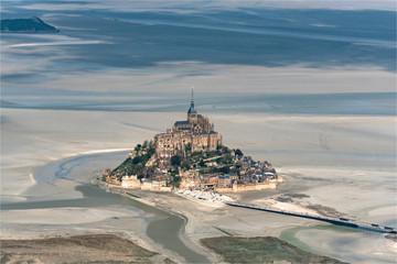 vue aérienne du Mont Saint Michel en France
