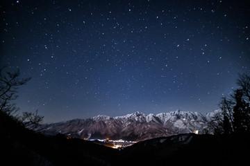 月光の白馬星空