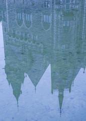 odbicie w wodzie pałacu