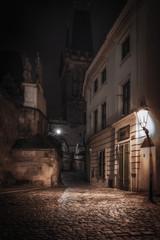 Die Gasen von Prag an der Moldau unter den Lichtern der Stadt. Prag in der Tschechischen Republik_001
