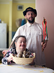 Down syndrome couple. Pâques.