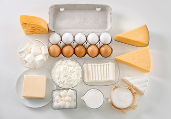 Foto auf Acrylglas Milchprodukt Fresh dairy products and eggs on white background