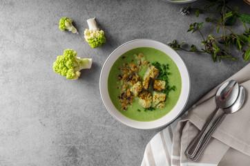 Green cauliflower soup