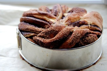 Twisted yeast pie with cinnamon and cocoa filling