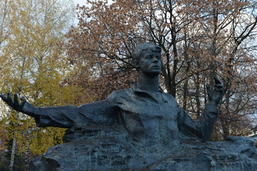 Monument to the poet Sergei Esenin in the city park.