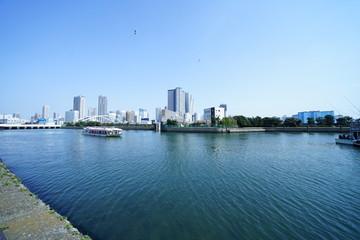東京の海とビル