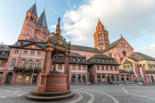 Mainzer Marktplatz und Dom in der Morgensonne