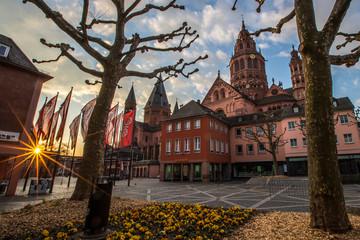 Marktplatz und Dom in Mainz im Sonnenaufgang