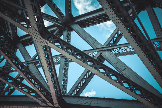 Bridge frame closeup