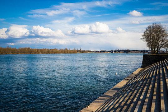 Rheinufer in Mainz