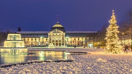 Wiesbaden, weihnachtliches Kurhaus. 10. Dezember 2017.