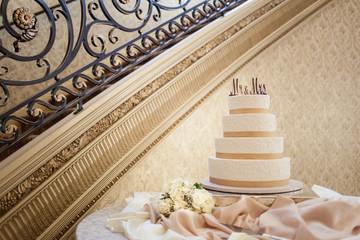 Wedding Cake: Mr and Mrs