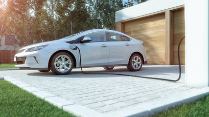 Modernes Elektroauto zu Hause Strom tanken
