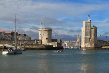 Les tours médiévales de la Rochelle et l'entrée du vieux port, Charente Maritime, France