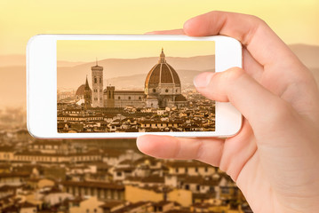 Fototapete - Closeup of a hand with smartphone taking a picture of Florence with the Basilica Santa Maria del Fiore (Duomo), Tuscany, Italy