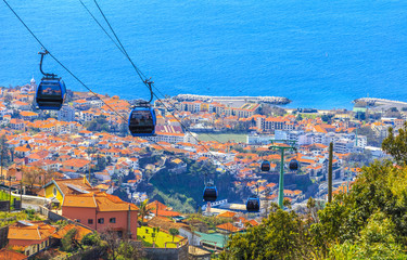 Traditional cable car transporting tourists above Funchal city of Madeira island, Portugal Fototapete