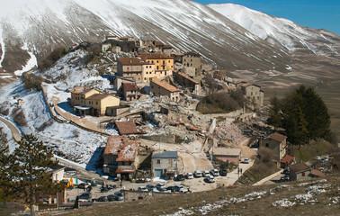 Veduta aerea di Castelluccio di Norcia distrutto dal terremoto del centro Italia