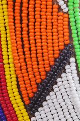 collier massaï traditionnel en perles de verre multicolores