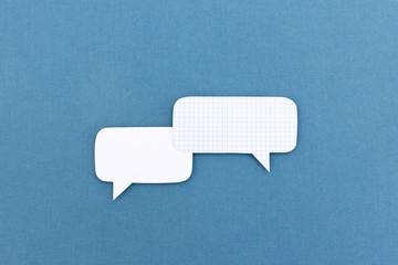 Dialog mit 2 Sprechblasen aus Papier