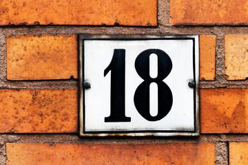 Hausnummer 18