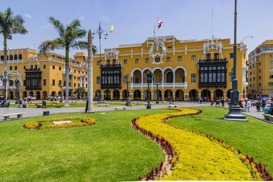 Lima Hauptplatz den Plaza de Armas mit Regierungsgebäude