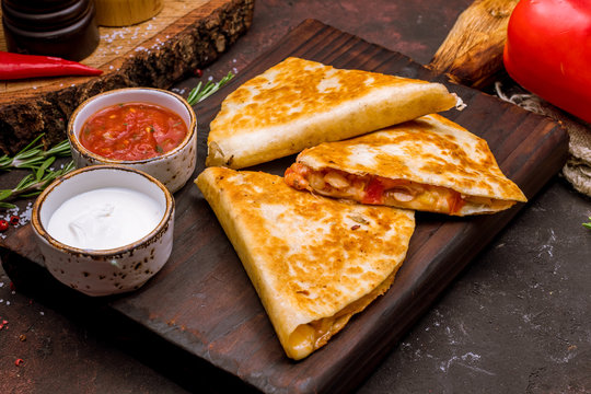 Quesadilla with chicken and sauces