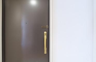 住宅 設備 玄関ドア ディンプルキー 茶色 室内側から