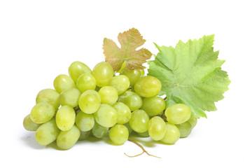 raisin vert sur fond blanc