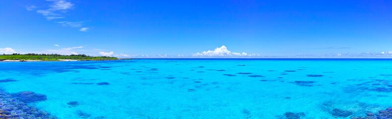 Poster Mer / Ocean 真夏の宮古島・下地空港沿いに広がる綺麗な海(パノラマ)