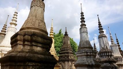 Stupas in verschiedener Ausführung in Kambodscha